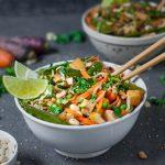 Pad Thai mit Gemüsenudeln - vegan, rein pflanzlich, glutenfrei, low carb - www.mindful-living-diary.de
