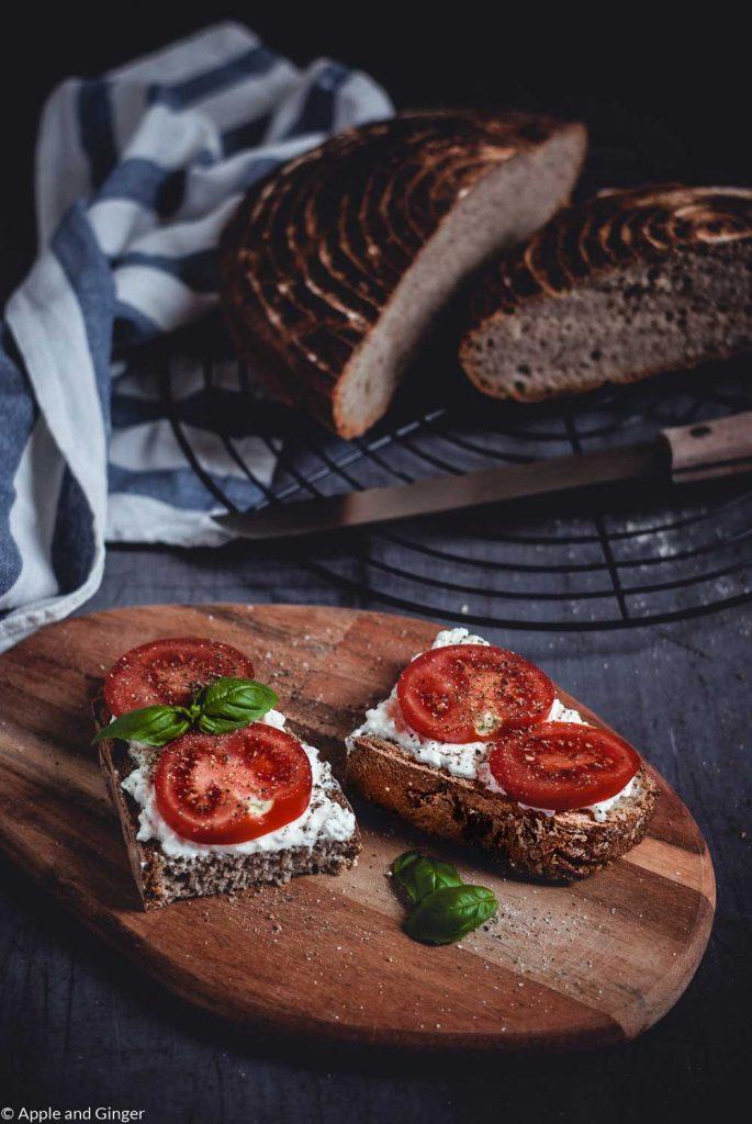 Belegte Brote mit Tomaten