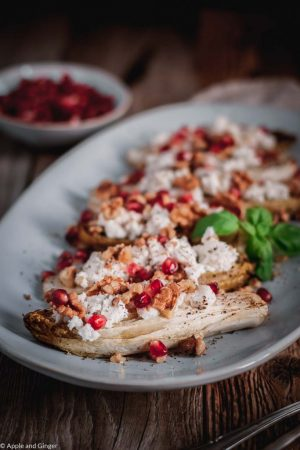 Gebackener Chicoreé mit Ziegenkäse-Granatapfel-Walnuss Topping