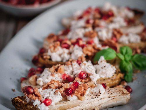 Weihnachtsessen Einen Tag Vorher Vorbereiten.Gebackener Chicoreé Mit Ziegenkäse Granatapfel Walnuss Topping