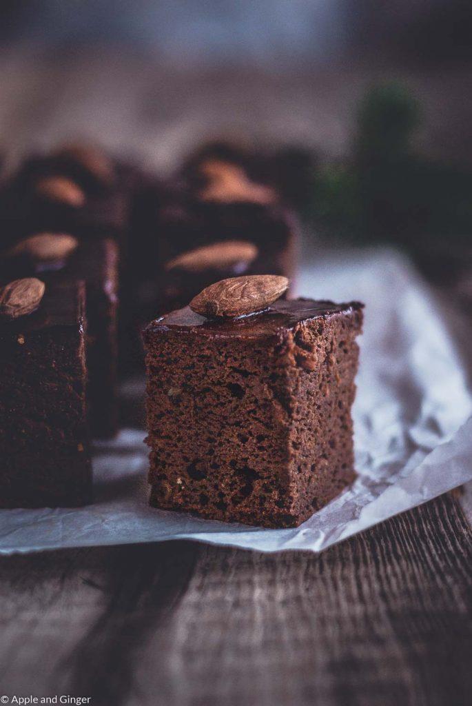 Nahaufnahme eines angeschnittenen Brownies