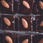 Nahaufnahme von geschnittenen Brownies